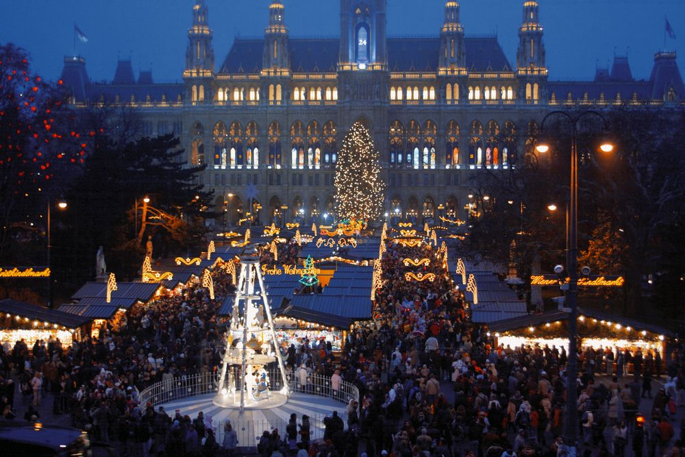 ★ヨーロッパのクリスマス体験★プラハ、ウィーン,ザルツブルク,ミュンヘン周遊8日間~安心の添乗員と巡るクリスマスマーケット~★10名様から催行!★早割特典あり!
