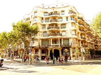 【羽田発着/エールフランス航空夜便出発・お帰りは直行便・ホテルも重視】バルセロナ・パリ7日間