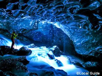 ブルーアイスケイブ スーパーブルー 氷の洞窟 ヴァナトヨークトル