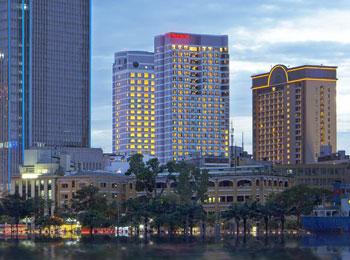 新規キャンペーン◎ベトナム航空//プレミアムエコノミークラス//往復直行便/送迎付!ドンコイ通り5つ星の大型アメリカンタイプホテル『シェラトン』宿泊ホーチミン4日間