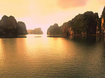 【ひとり旅プラン】 ハロン湾・ルアンパバーンの街 2つの世界遺産を訪れる!ベトナム・ラオス5日間