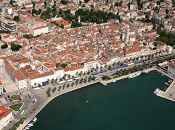 紺碧のアドリア海と中世の街並み☆ブレッド湖、ポイストナ鍾乳洞、プリトヴィッツェも訪れる☆スロベニア・クロアチア周遊9日間<5つ星カタール航空利用>