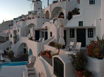 ☆夕日が美しいイア地区のデザイナーズホテル「ファナリヴィラ」で過ごす☆サントリーニ島&アテネ8日間(全区間送迎付)