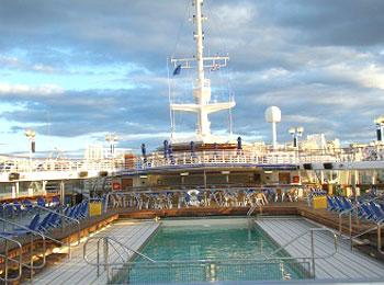 エーゲ海クルーズ・サントリーニ島どっちも楽しみたい人向け☆船内ドリンク飲み放題欲張りコース8日間【海側キャビン・スタンダードホテル】