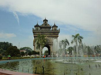 ラオスの首都ビエンチャンを旅する4日間 日本語ガイドによる市内・郊外観光・空港⇔ホテル間の往復送迎付