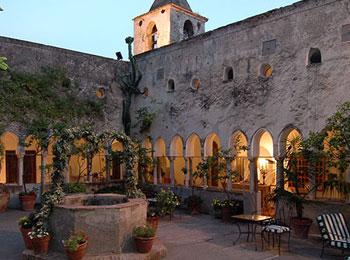 アマルフィ ルナコンヴェント デラックスホテル 月の修道院
