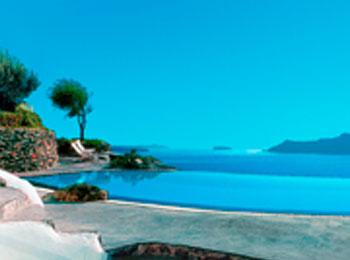 イアの断崖に立つ人気ホテル「ペリヴォラス」に泊まる♪アテネ&サントリーニ島8日間(全区間送迎付)