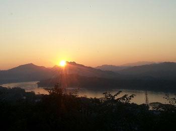【日本語ガイドによる半日観光・往復送迎付】ラオスの古都ルアンパバーン4日間