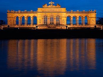 【大人気エミレーツ航空利用】ウィーン・チェスキークルムロフ・プラハ列車の旅8日間