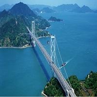 美しい海や島を眺めながら空を飛ぶように車を走らせては・・・「しまなみ海道」(イメージ)