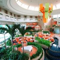 ラグナガーデンホテル_水と緑に囲まれたラウンジ(イメージ)