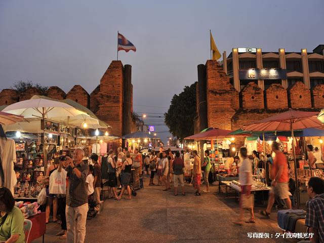 <福岡発>タイ北部最大の都市「古都チェンマイ」へ♪ タイ国際航空で行く、ナイトバザールの中心部「ロイヤルランナーホテル」に泊まるチェンマイ4日間♪ 【カード決済OK/1名参加OK】