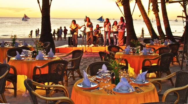 ビーチにはレストランもあり、音楽や美しい風景を楽しみながらお料理もお楽しみいただけます♪/イメージ