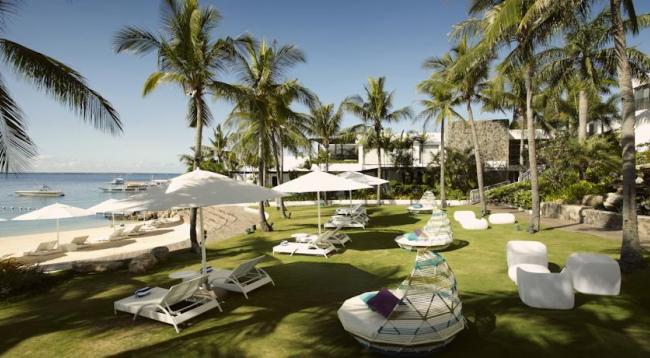 美しいプライベートビーチも完備!チェアーも多数ご用意あり、ゆっくりお過ごしいただけます/イメージ