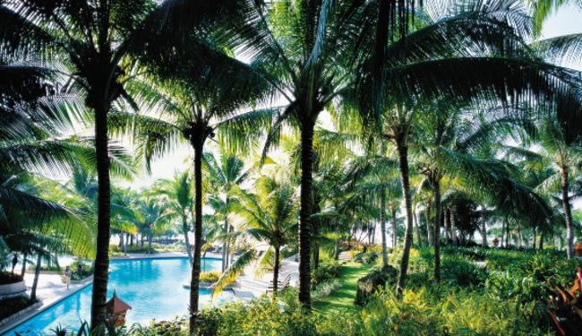 広い敷地内には2つのプールとプライベートビーチがあります。アクティビティも豊富にご用意!/イメージ