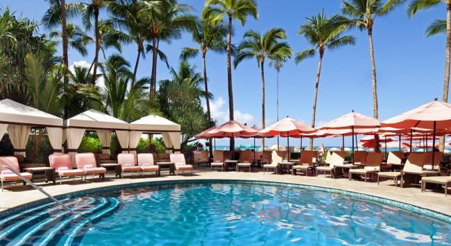 宿泊者限定のプール。プールサイドには贅沢なラウンジやチェアーがあり特別な時間をお過ごしいただけます/プールイメージ