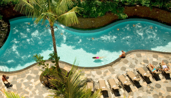 落ち着いた雰囲気のプールもあります/アウラニディズニー/イメージ