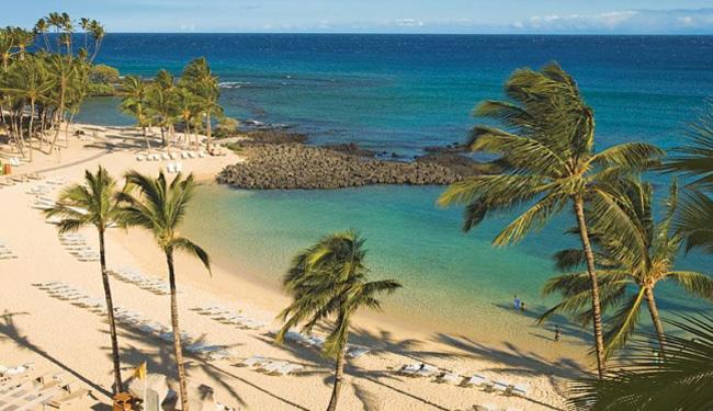 白砂のビーチは波が穏やかなので安心/フェアモントオーキッド/イメージ