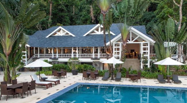 広々とした敷地にはプールも完備!プールからは美しい海や自然をお楽しみいただけます/イメージ