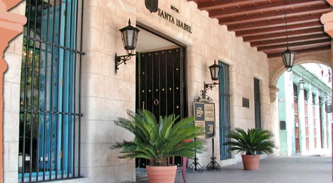 繁華街オビスポ通りに面するホテル/サンタイサベル/イメージ