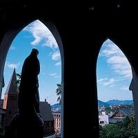 中世ヨーロッパ建築を代表するゴシック調の教会 大浦天主堂