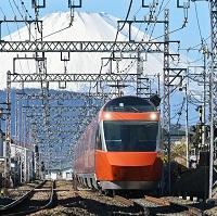 新型ロマンスカーと富士山(イメージ・写真引用:小田急電鉄)