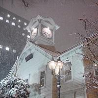雪に包まれる札幌時計台