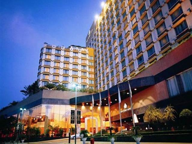 <福岡発>1名様より催行!ベトナム航空で行く、市内中心地の5つ星ホテル「ニューワールドホテル」に泊まるホーチミン4日間!  【1名参加OK/カード決済OK】