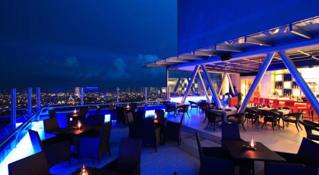 屋上(24階)のレストランでは夜景を楽しみながらお食事を楽しめので人気です/イメージ