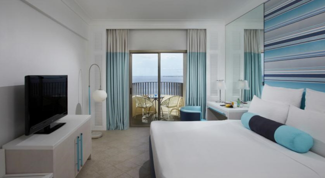 お部屋からは美しい海もご覧いただけるお部屋です!全室シャワーブースとバスタブが独立している造りです/イメージ