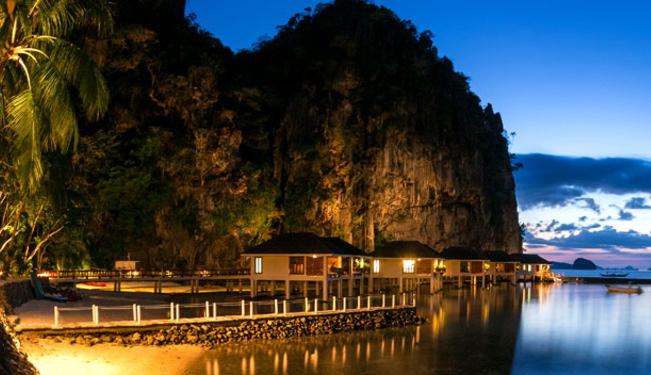 リゾートを囲むように水上コテージがあり、とてもロマンチックです/外観イメージ