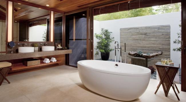バスタブとシャワーが分かれた作りのバスルーム/イメージ