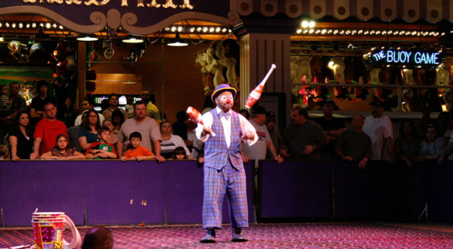 ホテル内では無料のサーカスを上演しています♪/サーカスサーカス/イメージ