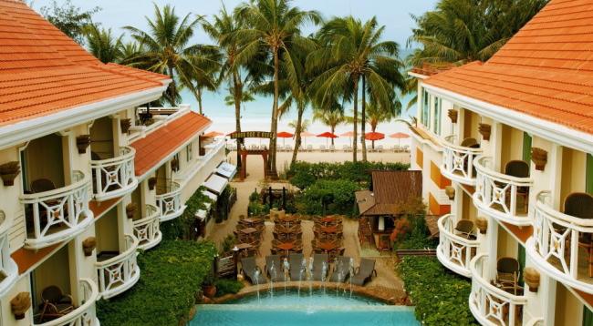 目の前にはホワイトビーチが広がります!プールからも美しい風景をお楽しみいただけます/イメージ/ボラカイマンダリン
