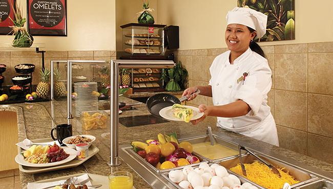 シェフが作るオムレツや和食が並ぶビュッフェ朝食ビュッフェ/エンバシースイーツ/イメージ