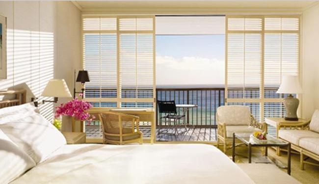 約48平米!穏やかな海とプールを望むオーシャンフロントのお部屋です/ハレクラニ/イメージ