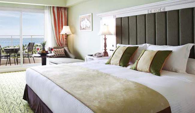 お部屋からはプールや海が見えます!広々バルコニーとバスルーム(バスタブとシャワーブースが独立)を完備!/イメージ