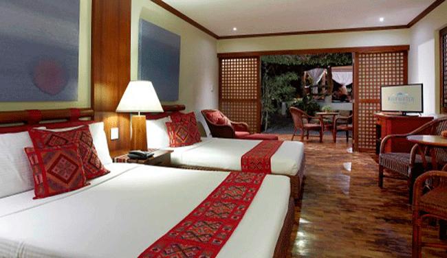 プールやトロピカルガーデンがお部屋からも見え、南国リゾート風にまとめられた客室です。広々としたバスルームも完備!/アムマスパスイート/イメージ