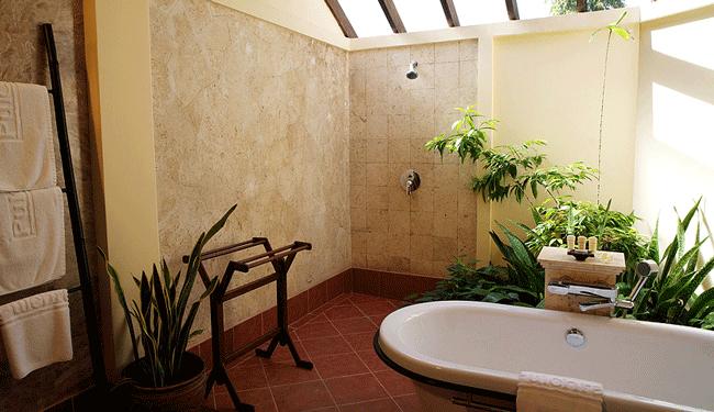 ひろ~いバスルームを完備したお部屋ですシャワーブースとバスタブが独立しているので日本人には嬉しいです/イメージ