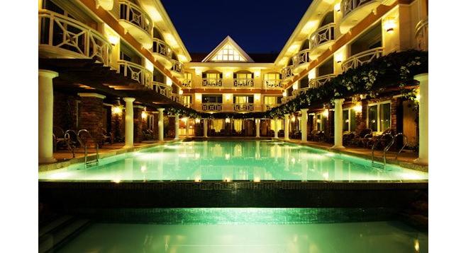 外観もヨーロピアン風でかわいい雰囲気のホテルです/ボラカイマンダリン/外観イメージ