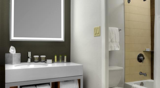 改装されて綺麗なバスルーム/ダブルツリーメトロポリタン/イメージ