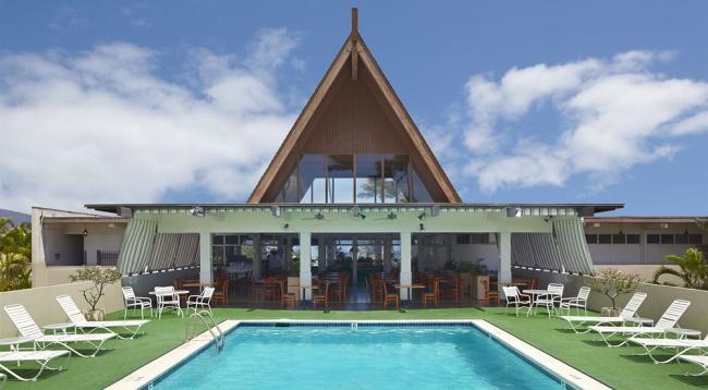 サンデッキ付きのプールもあります/マウイビーチホテル/イメージ
