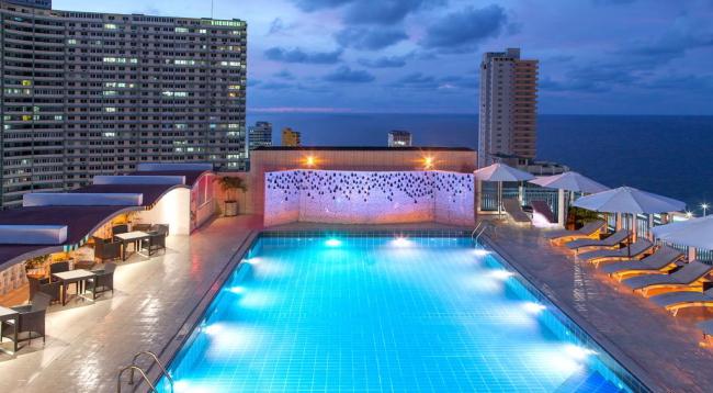屋上には海を見渡せるプールがあります/イメージ/NHカプリ