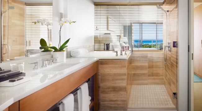洗面台2つ、バスタブ、シャワー、ウォシュレット付トイレ/イメージ
