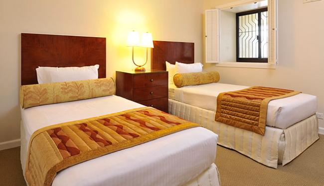 2ベッドルームにはバスルームも2室付き!/アストンワイキキビーチタワー/イメージ